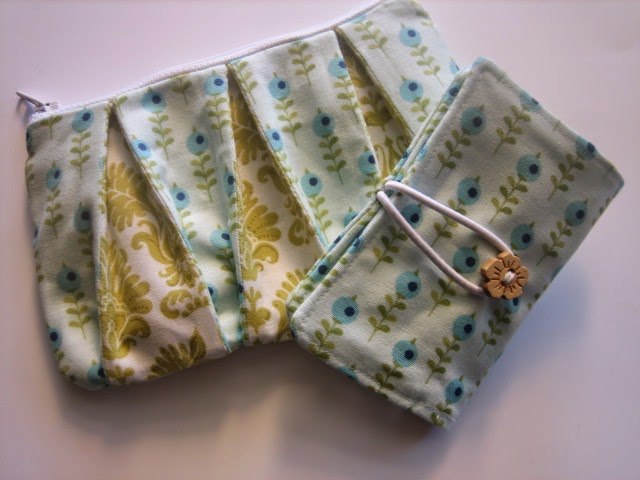 zipper purse with a twist and card wallet in Tilda fabric